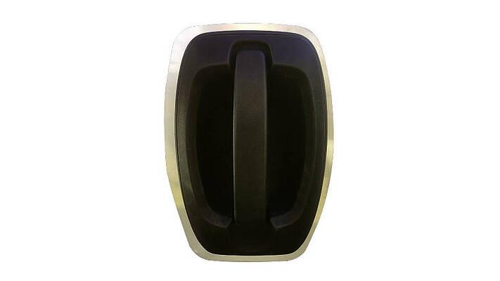 Eingebaute Stechschutzplatte am Türgriff