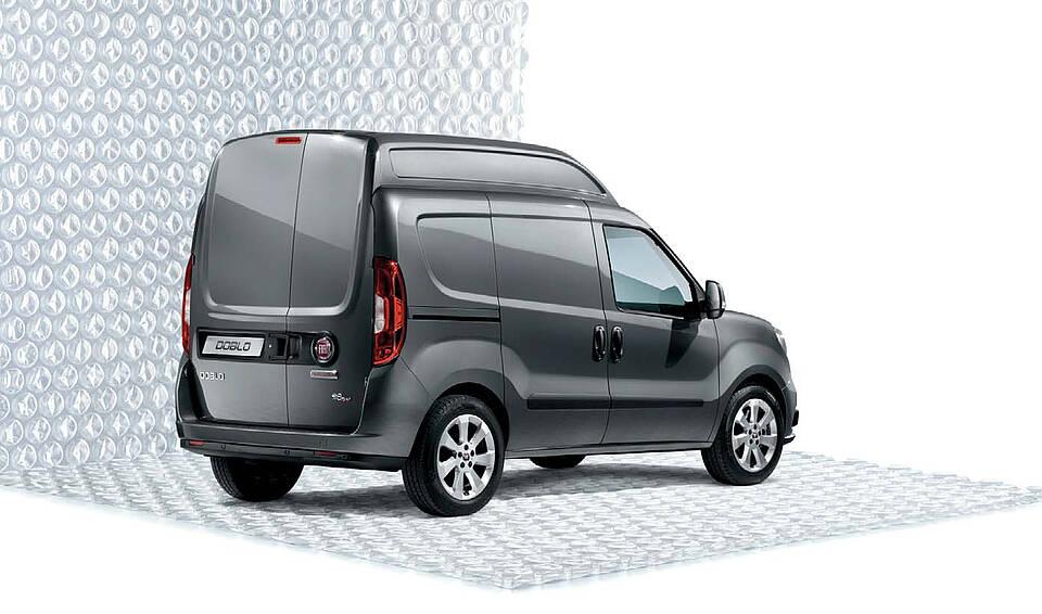 Artikelbild: Der Fiat Doblò Cargo mit Hochdach von hinten