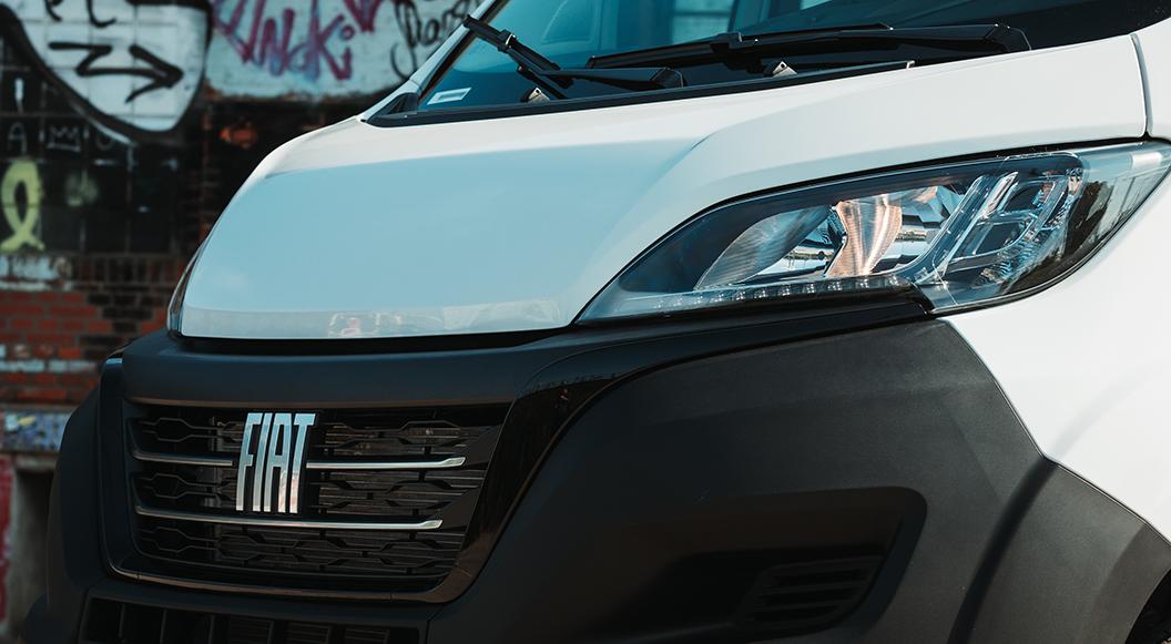 Artikelbild: Scheinwerfer des Fiat Ducato Serie 8
