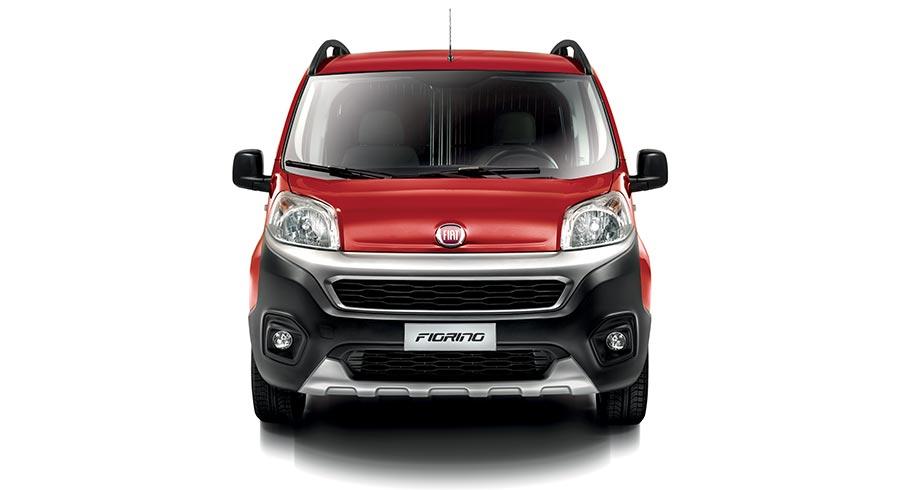 Roter Fiat Fiorino in der Frontansicht