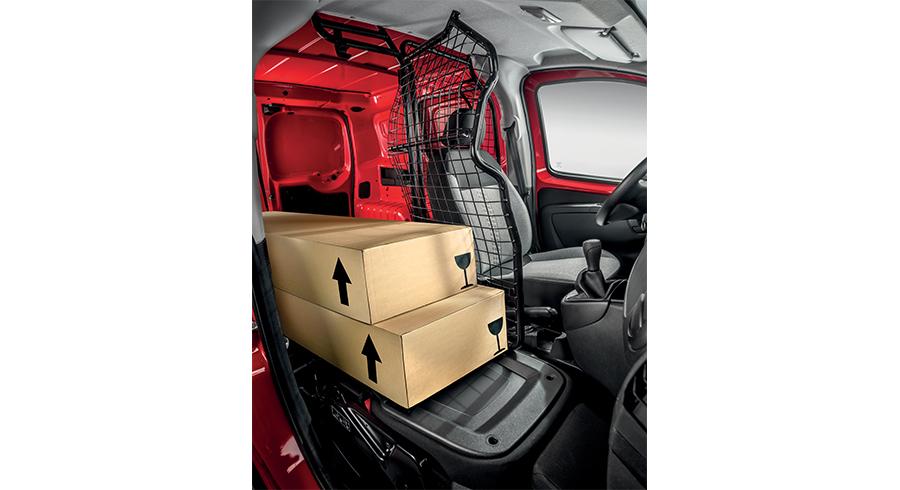 Innenraum des Fiat Fiorino mit zwei Paketen