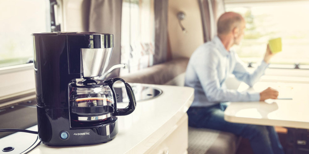 Kaffee trinken im Wohnmobil