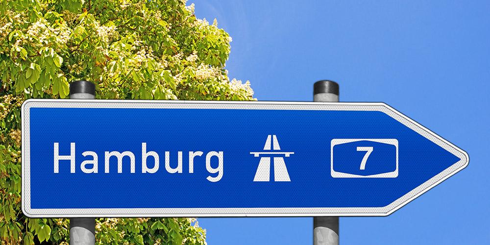 Autobahnschild nach Hamburg