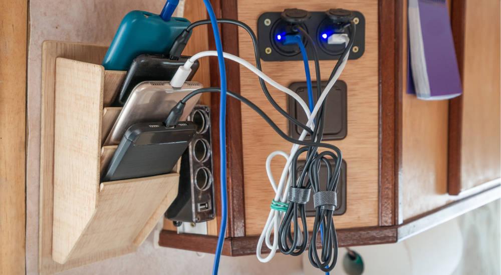 Smartphones laden mit Aufbaubatterie