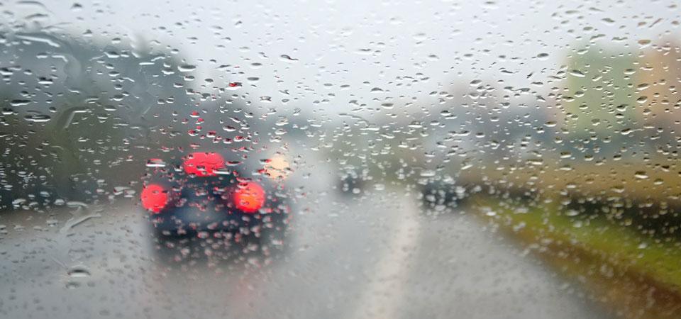 Gebläse und Klimaanlage sollte bei Unwetter für eine bessere Sicht angeschaltet werden.